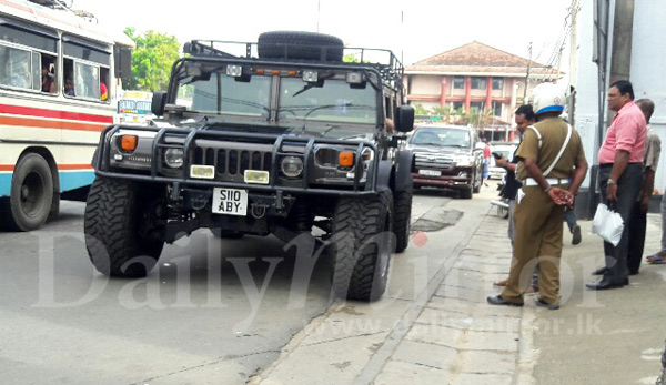 Jeep For Sale Sri Lanka: Police Check Hummer In Matara