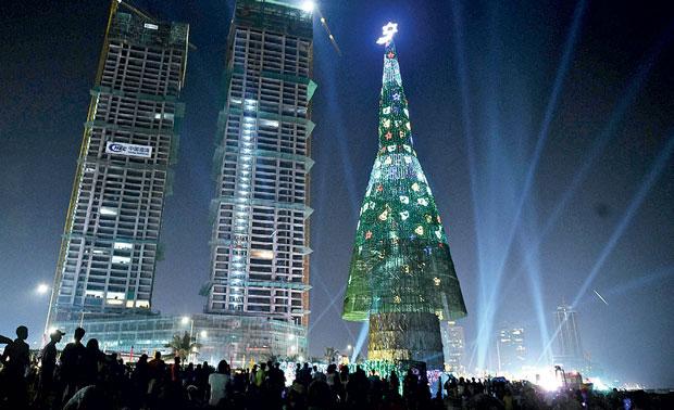 Tallest Artificial Christmas Tree Daily Mirror Sri Lanka