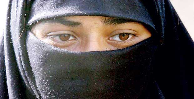 Daily Mirror - Indian top court examines Islamic instant divorce