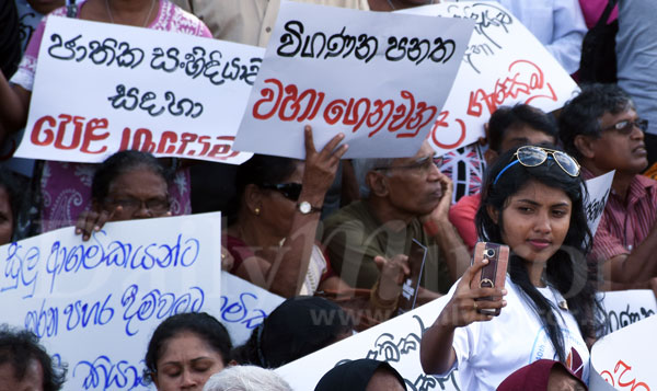 image 1502843909 1ca03f82a4 in sri lankan news
