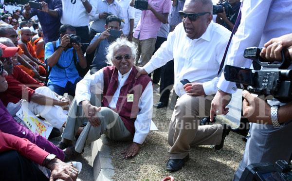 image 1502843923 1c677c3ae3 in sri lankan news