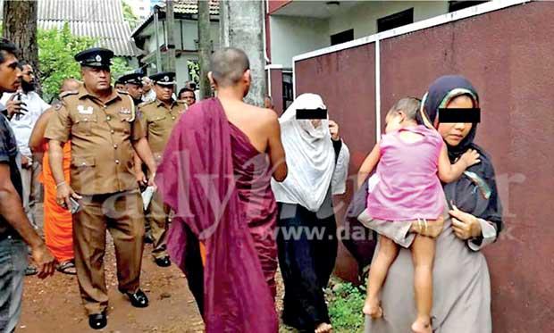Image result for buddhist priests attack polis in sri lanka